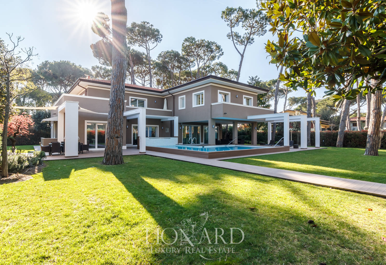 wonderful villa for sale in forte dei marmi