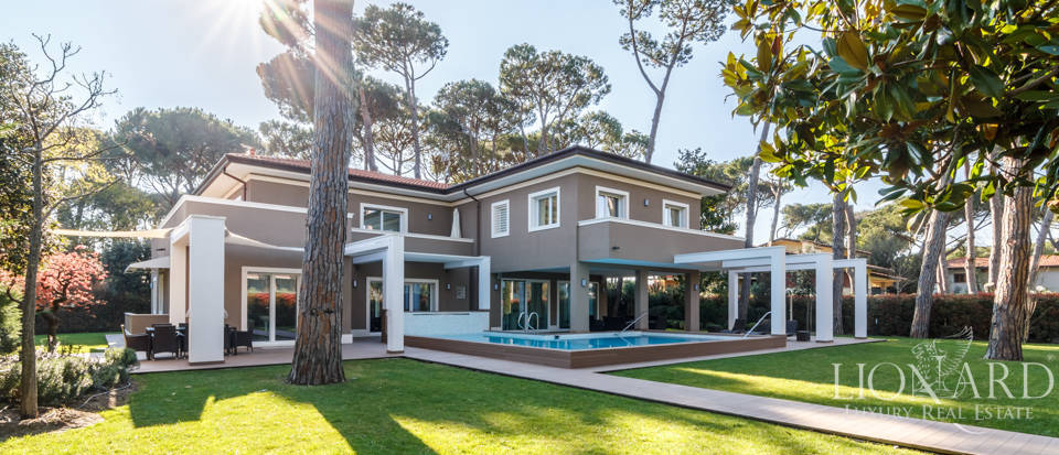 Wonderful villa for sale in Forte dei Marmi Image 1
