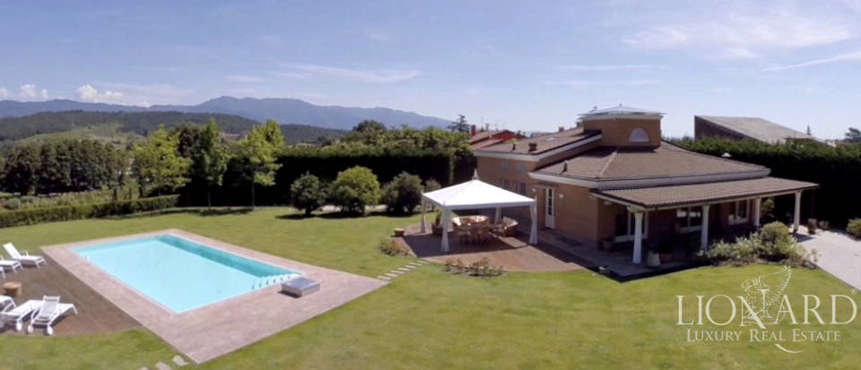 modern villa with swimming pool for sale in lucca