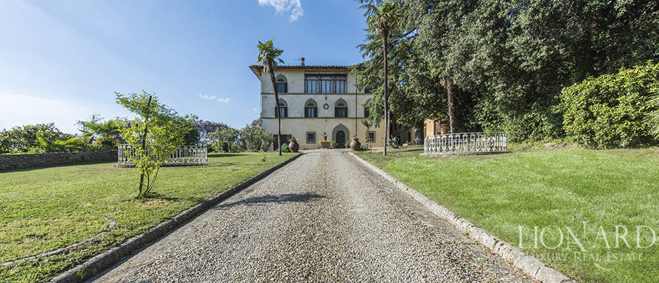 16th-century villa for sale in arezzo