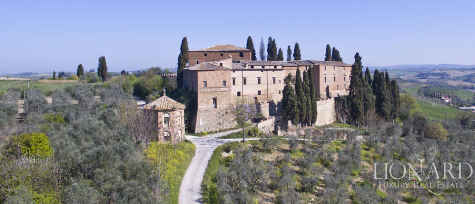 Historical estate for sale in the Tuscan countryside Image 1