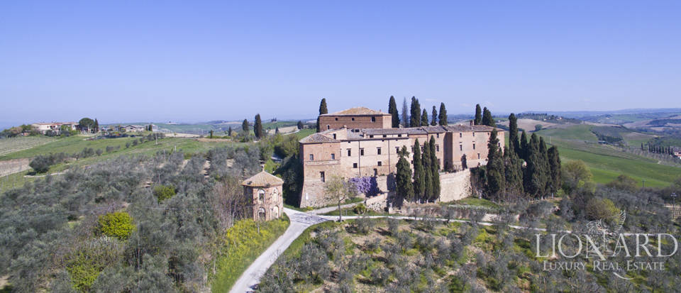 Historical estate for sale in the Tuscan countryside Image 2