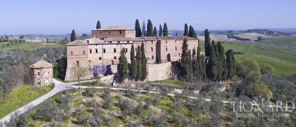 Historical estate for sale in the Tuscan countryside Image 3