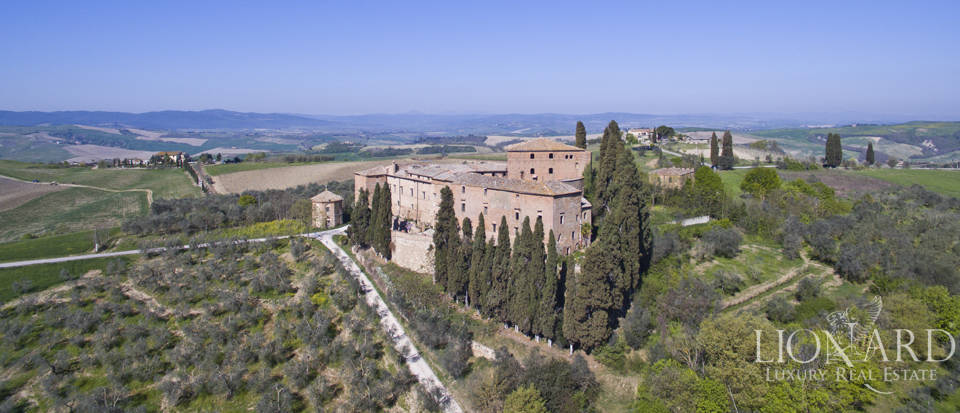 Historical estate for sale in the Tuscan countryside Image 5