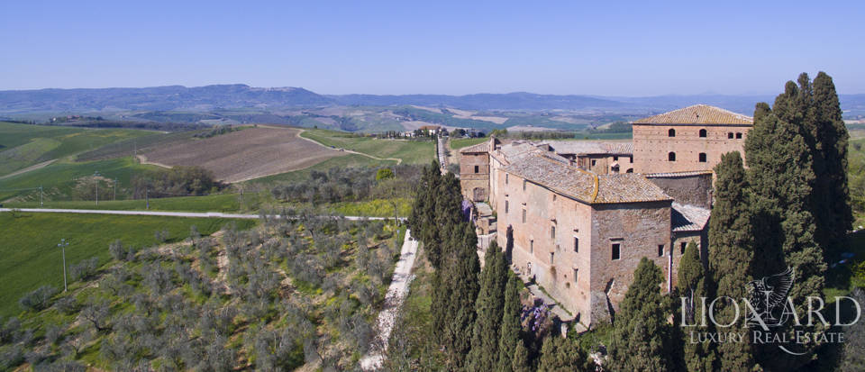 Historical estate for sale in the Tuscan countryside Image 7