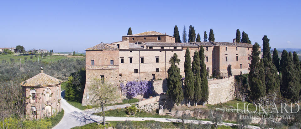 Historical estate for sale in the Tuscan countryside Image 11