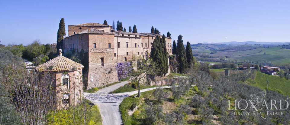 Historical estate for sale in the Tuscan countryside Image 12