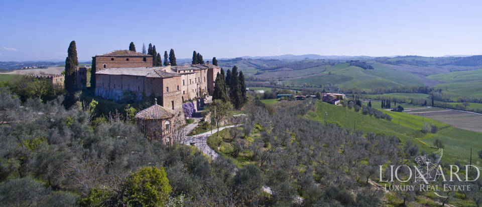 Historical estate for sale in the Tuscan countryside Image 13