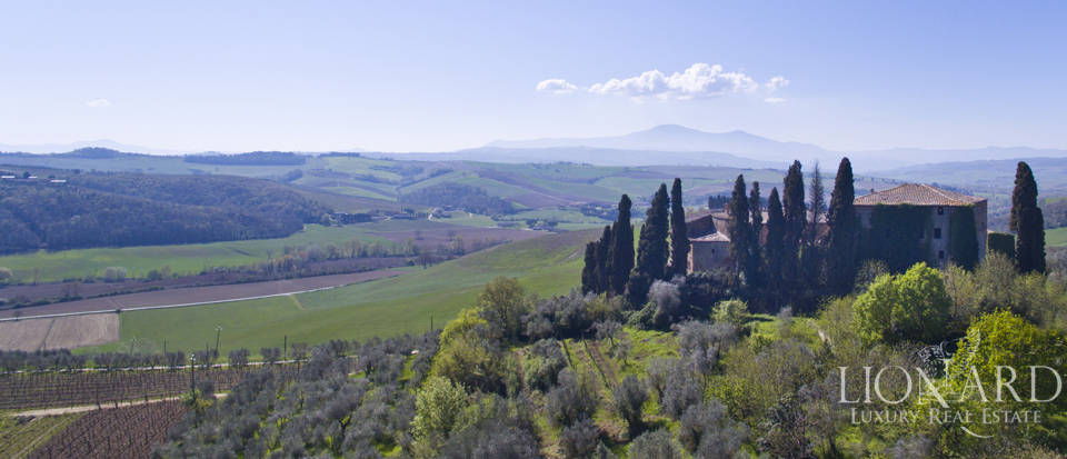 Historical estate for sale in the Tuscan countryside Image 14