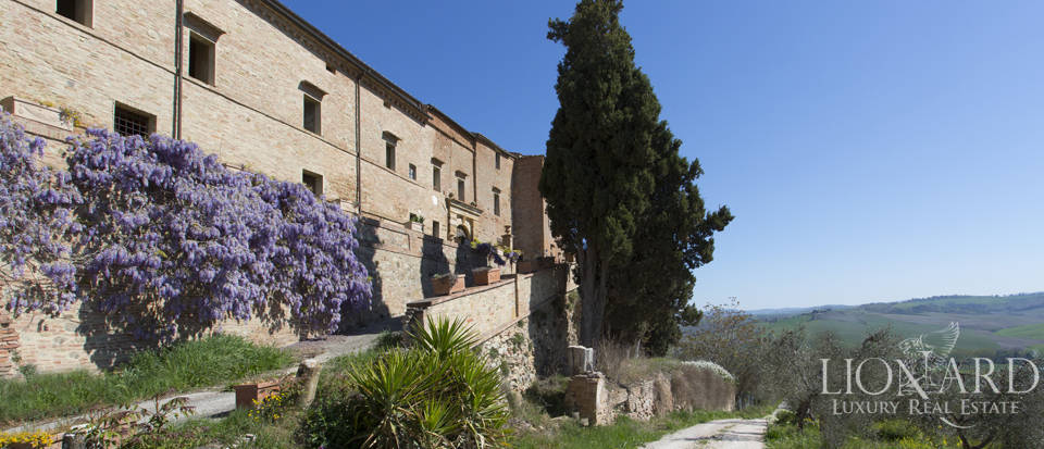 Historical estate for sale in the Tuscan countryside Image 18