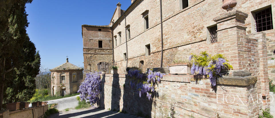 Historical estate for sale in the Tuscan countryside Image 19