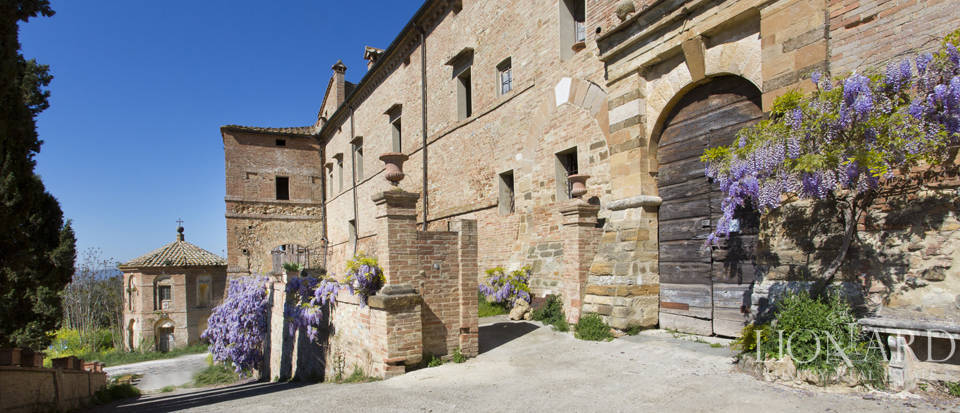 Historical estate for sale in the Tuscan countryside Image 20
