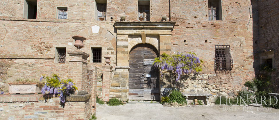 Historical estate for sale in the Tuscan countryside Image 21