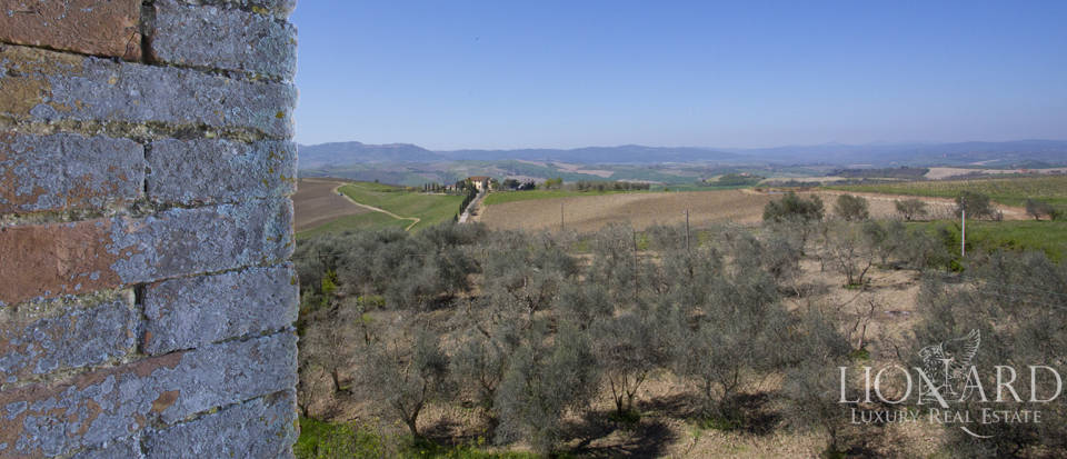 Historical estate for sale in the Tuscan countryside Image 30