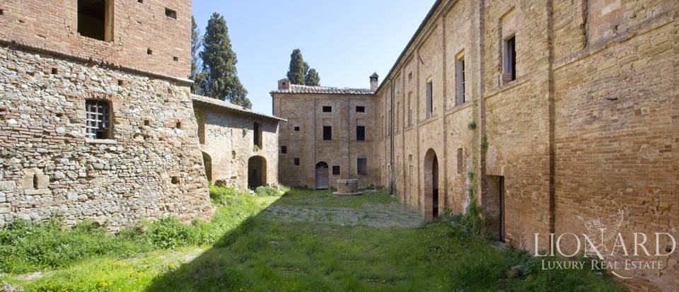 Historical estate for sale in the Tuscan countryside Image 31