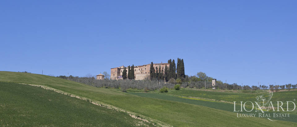 Historical estate for sale in the Tuscan countryside Image 36
