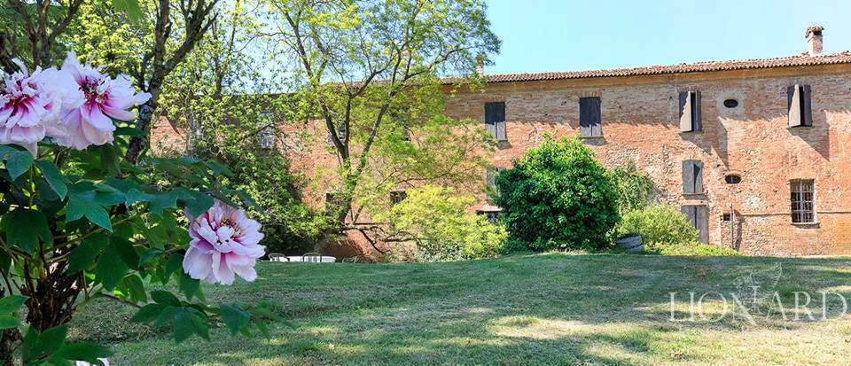 Luxury castle for sale in Piacenza Image 9