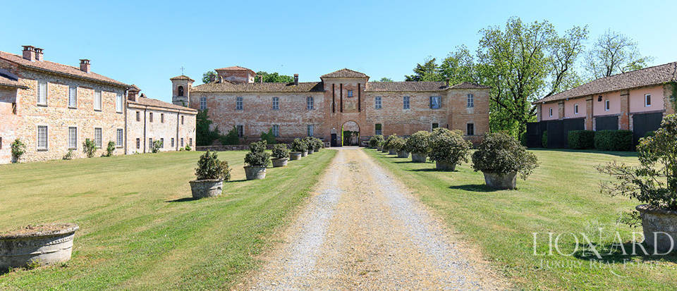 Luxury castle for sale in Piacenza Image 4