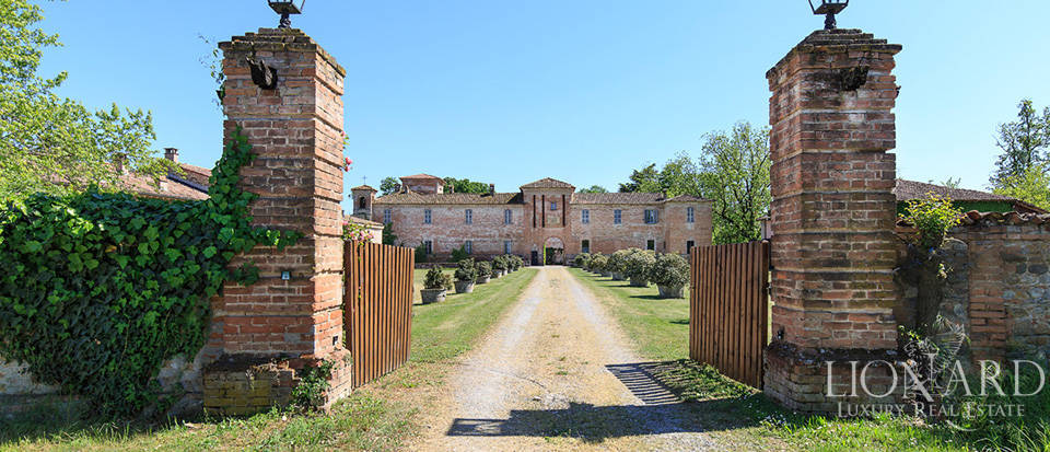 Luxury castle for sale in Piacenza Image 3