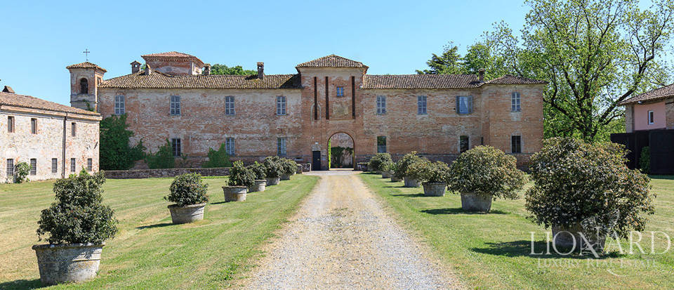 Luxury castle for sale in Piacenza Image 27