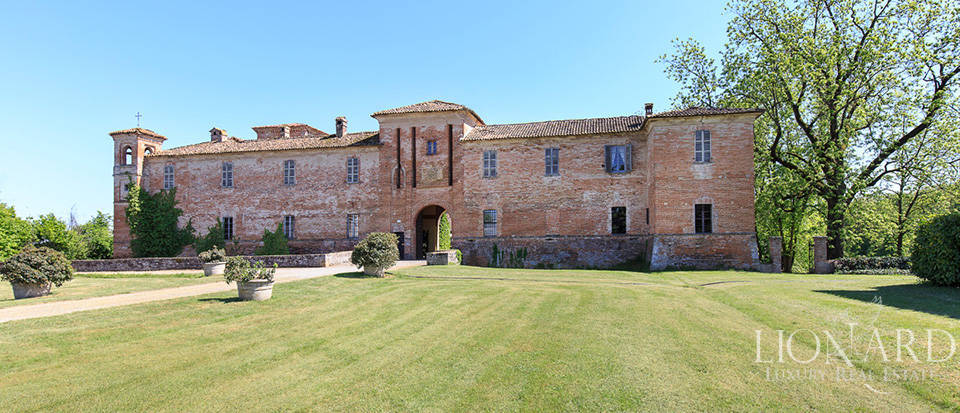 Luxury castle for sale in Piacenza Image 6