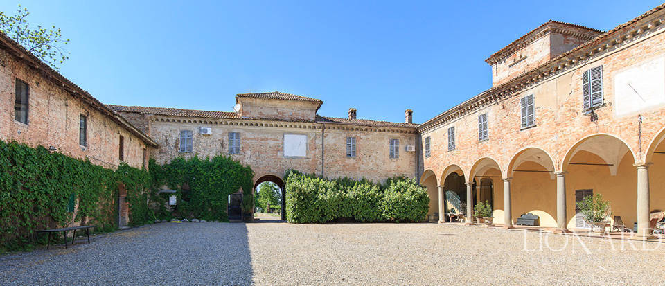 Luxury castle for sale in Piacenza Image 11
