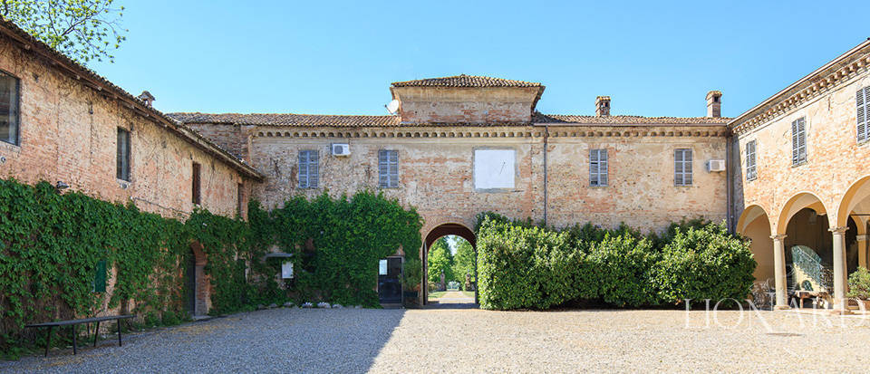 Luxury castle for sale in Piacenza Image 8