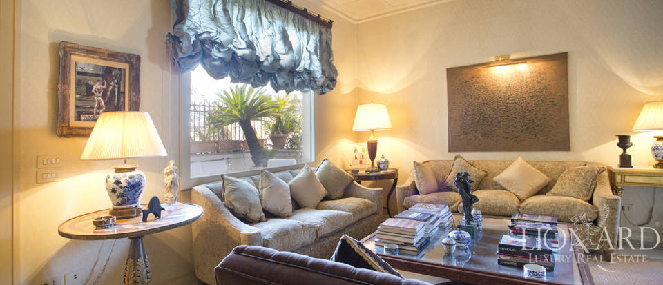 Luxury apartment in Central Rome Image 1
