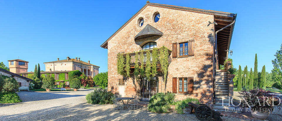 Luxury complex for sale in Piacenza Image 32