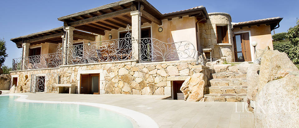 Villa for sale in Sardinia Image 17