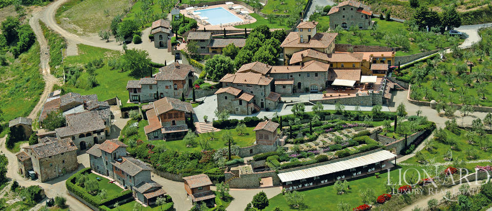 tuscan hamlet for sale near arezzo