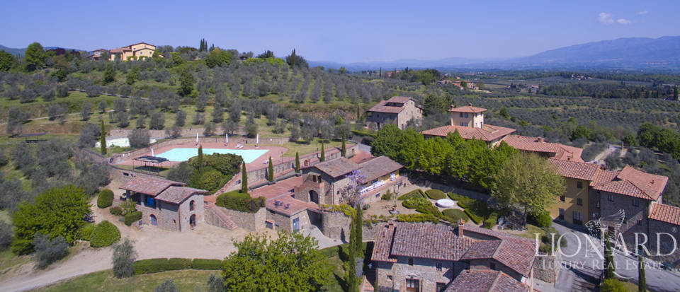 Luxury complex for sale near Arezzo Image 4