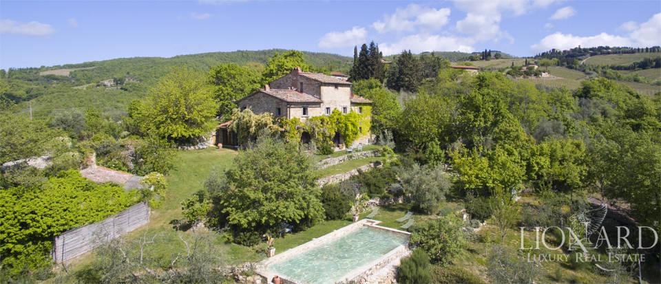 farmhouse with swimming pool for sale in chianti