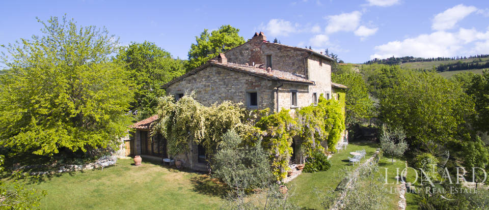 Tuscan farmhouse for sale near Siena Image 9