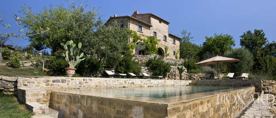 Tuscan farmhouse for sale near Siena Image 13