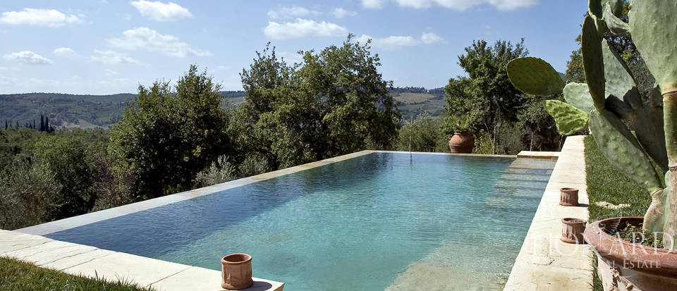 Tuscan farmhouse for sale near Siena Image 14