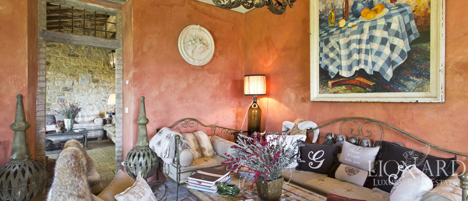 Tuscan farmhouse for sale near Siena Image 41
