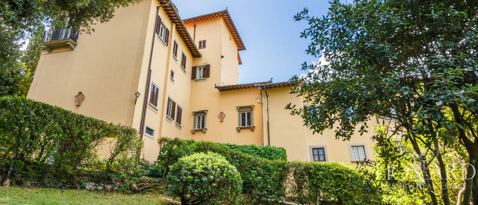 Refined estate for sale in Tuscany Image 19