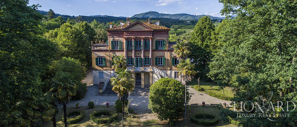 magnificent period villa for sale in lucca