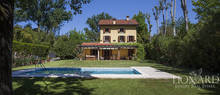 luxury home with swimming pool in forte dei marmi
