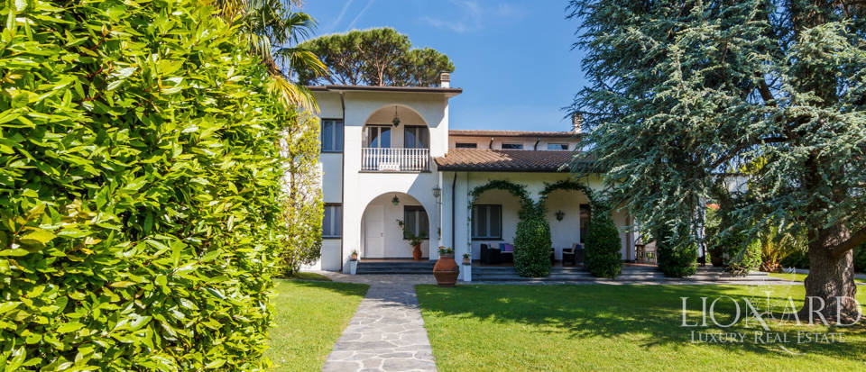 luxurious villa with swimming pool in forte dei marmi