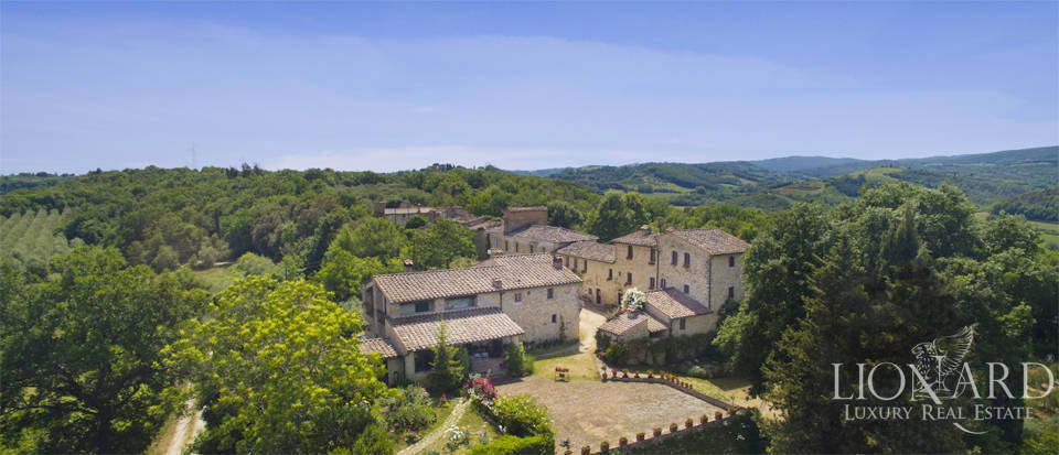 Typical Tuscan resort for sale in San Gimignano Image 1
