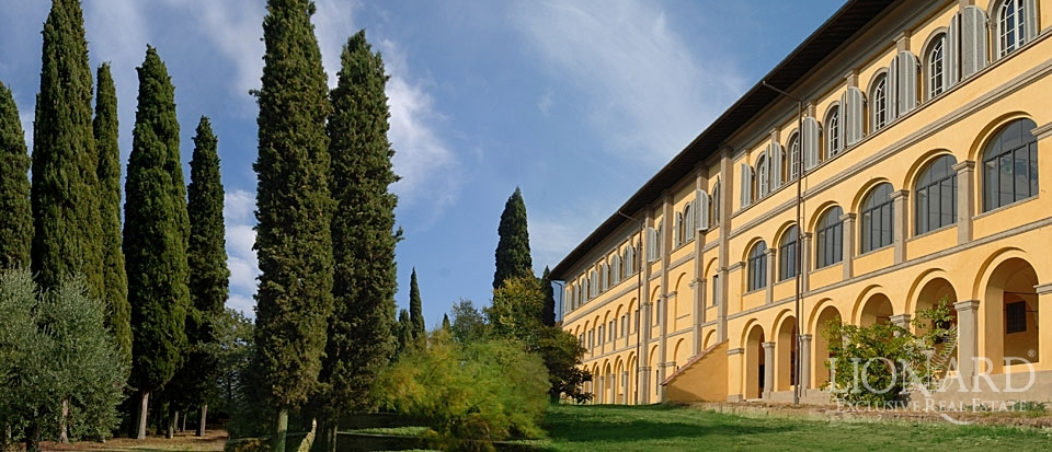 Ex convent in Tuscany