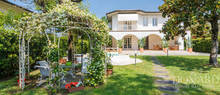 luxury house with swimming pool in forte dei marmi