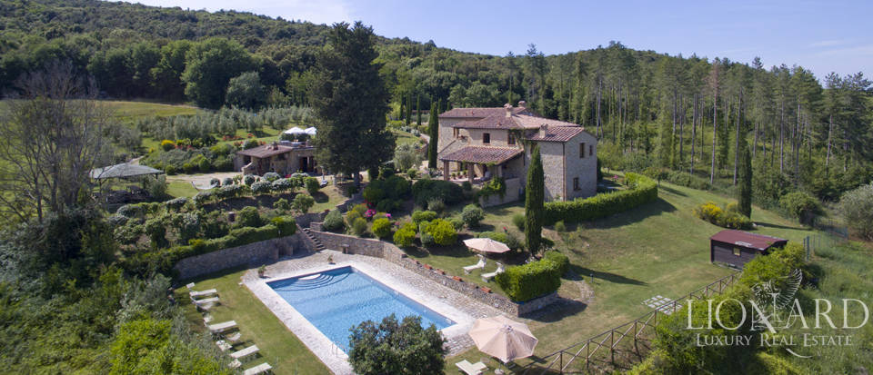 stunning tuscan farmhouse in san gimignano