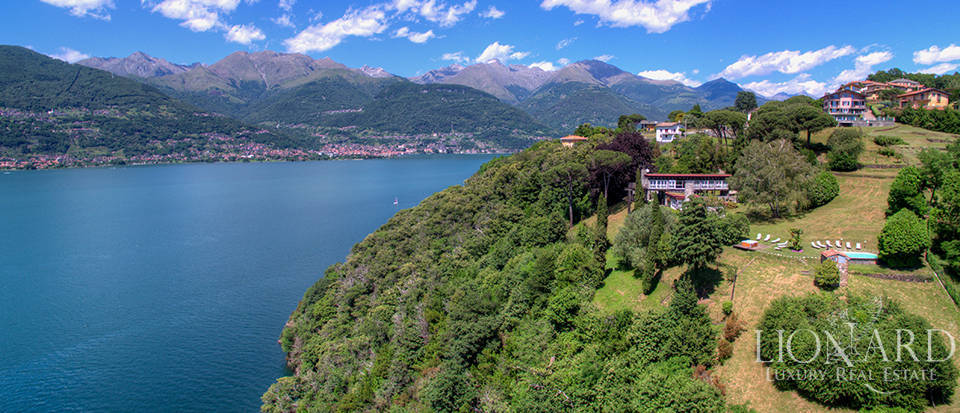 Wonderful villa for sale in front of Lake Como Image 1