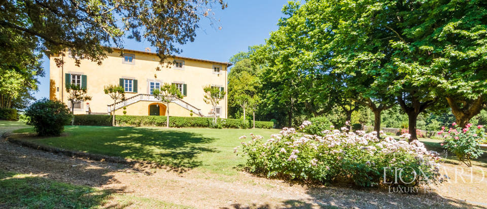 magnificent 17th century villa in lucca
