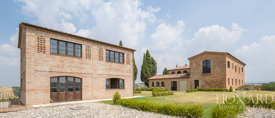 Luxury villa with swimming pool in Siena