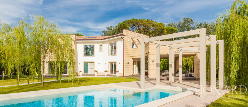 Luxurious villa with pool in Forte dei Marmi Image 1