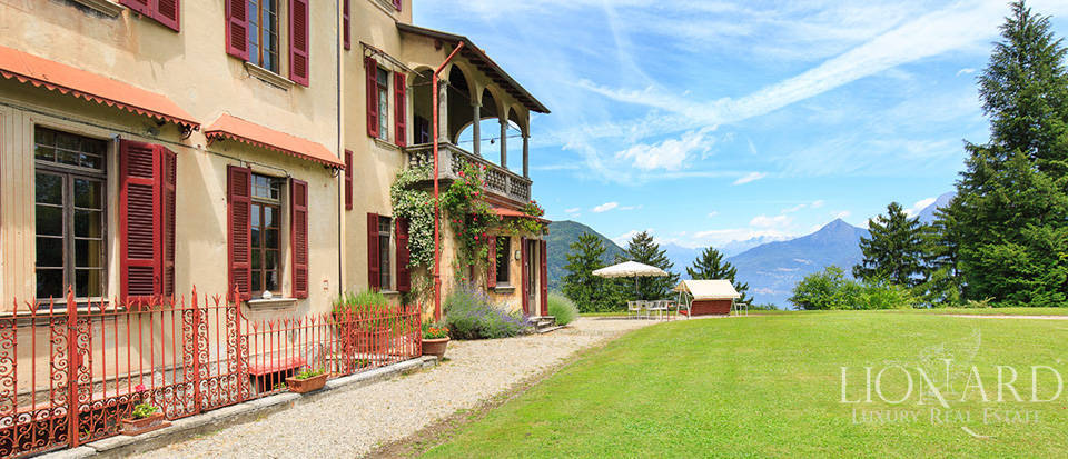 Luxurious villa for sale in Menaggio Image 11